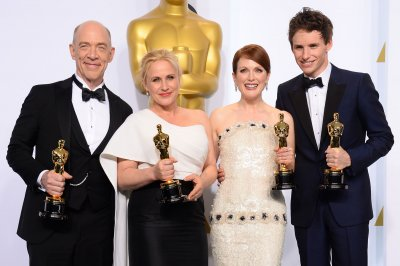 Big night for 'Birdman,' Julianne Moore, Eddie Redmayne at the Oscars