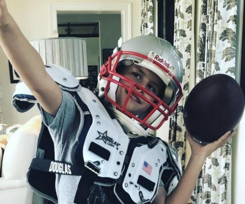 Patriots' Brady posts photo of son wearing his football gear