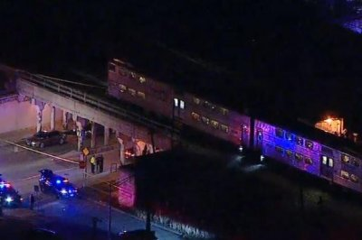 2 Chicago police officers killed by train during investigation