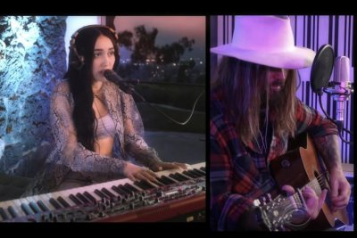 Noah Cyrus, dad Billy Ray Cyrus perform 'Young & Sad' on 'Late Show'