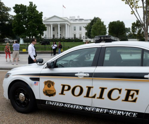 White House Secret Service officer charged with soliciting sex from teen girl
