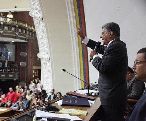 Venezuela's parliament delays trial against Nicolas Maduro
