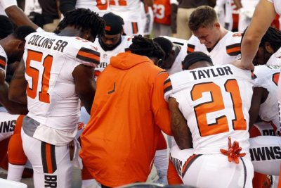 Cleveland Browns TE Seth DeValve becomes first white NFL player to join anthem protest