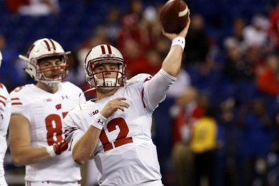 Shutout completes No. 5 Wisconsin's perfect regular season