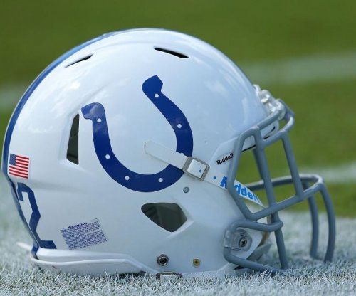 RB Michael re-signs with Colts