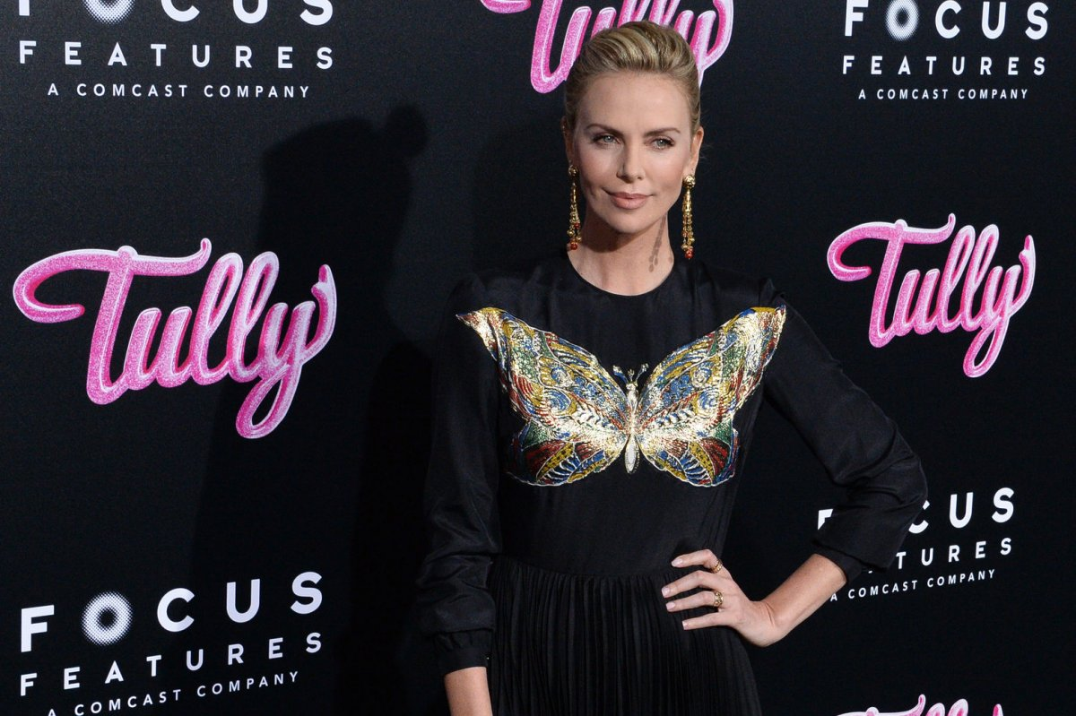 Charlize Theron说她为'Tully'增加了50磅