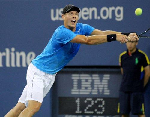 Berdych beats Federer in Dubai