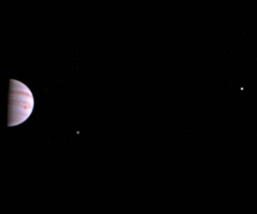 Juno probe beams back first images from orbit around Jupiter