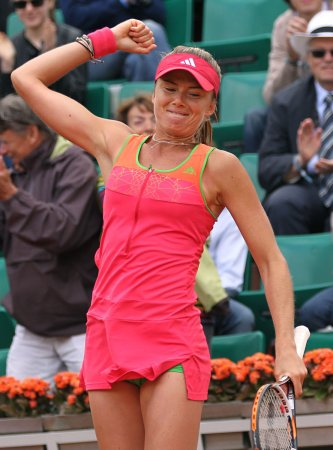 Hantuchova wins long quarterfinal in Aegon Classic