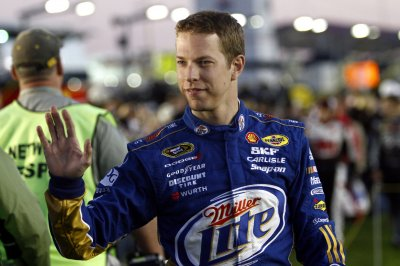 Brad Keselowski wins pole for Kansas Chase race