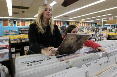 Remember 11 vinyl LPs for $1? Columbia House prepares comeback