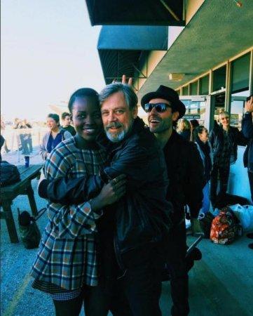 Mark Hamill, Lupita Nyong'o photobombed by 'Star Wars' costar Oscar Isaac