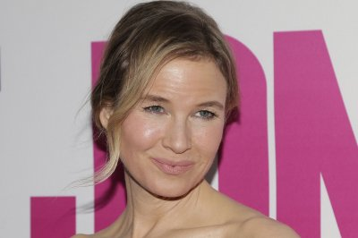Renee Zellweger dazzles at 'Bridget Jones's Baby' premiere