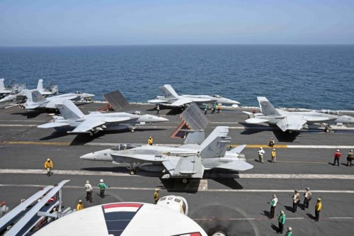 Raytheon tapped for Super Hornet, Growler radar upgrades