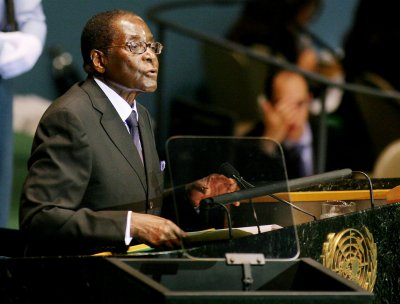 Zimbabwe's President Robert Mugabe urges white farmers to turn land over to black farmers