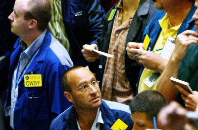 Oil prices stage weak rally against competing market factors