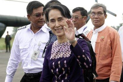 Rohingya crisis: Myanmar leader visits region of violence, exodus