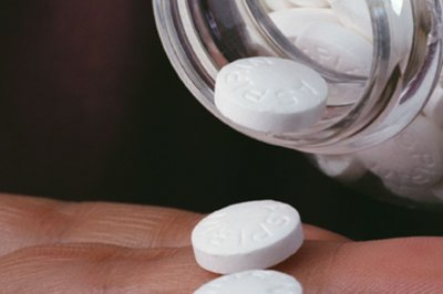 For clot busting after joint replacement, aspirin as good as pricey drugs