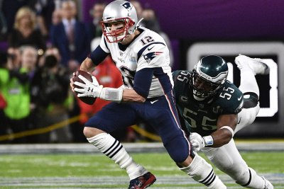 Tom Brady passes on question about personal trainer Alex Guerrero