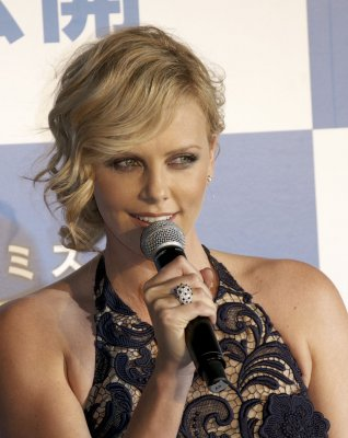 Reporter proposes to Theron at film fest
