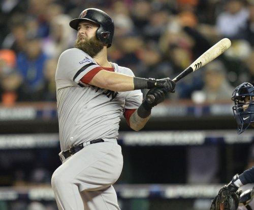Napoli, Ortiz help Boston Red Sox clip Texas Rangers