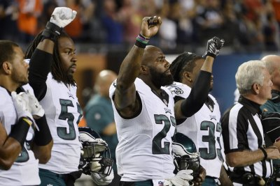 Eagles' Malcolm Jenkins, Chris Long slam NFL anthem decision