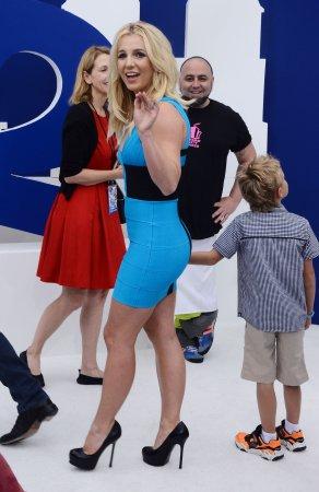 Britney Spears recreates 2000 VMA look during Vegas tour