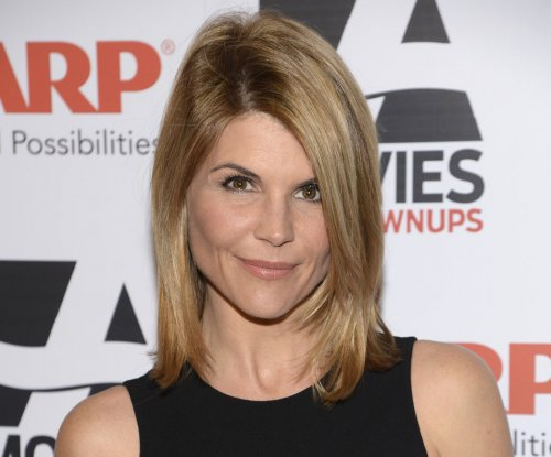 Lori Loughlin won't wear corset for 'When Calls the Heart'