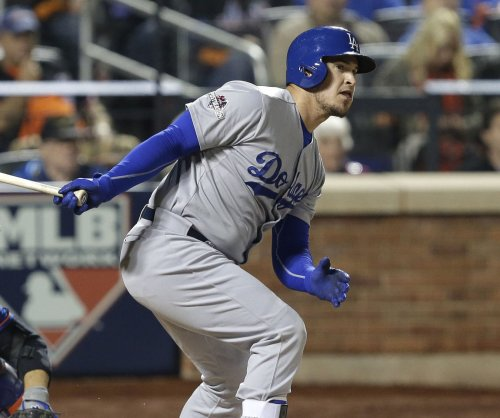 Yasmani Grandal's double lifts Los Angeles Dodgers over Atlanta Braves