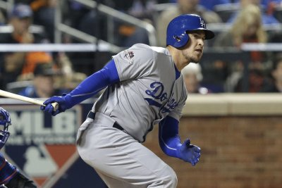 Yasmani Grandal's double lifts Los Angeles Dodgers over Atlanta Braves