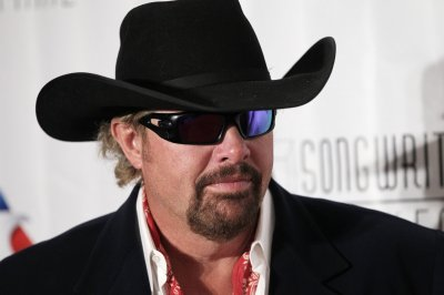 Toby Keith to play tribute to Merle Haggard at ACC Awards