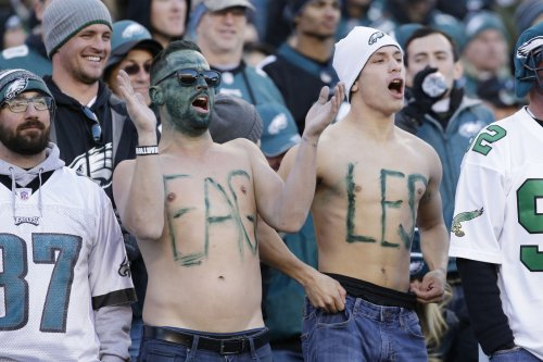Crisco Cops: Officials greasing light poles to stop Philadelphia Eagles fans from climbing