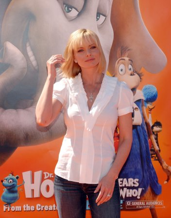 Jaime Pressly gets engaged to lawyer