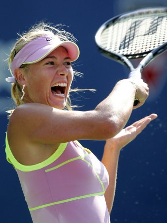Sharapova moves into Strasbourg finals