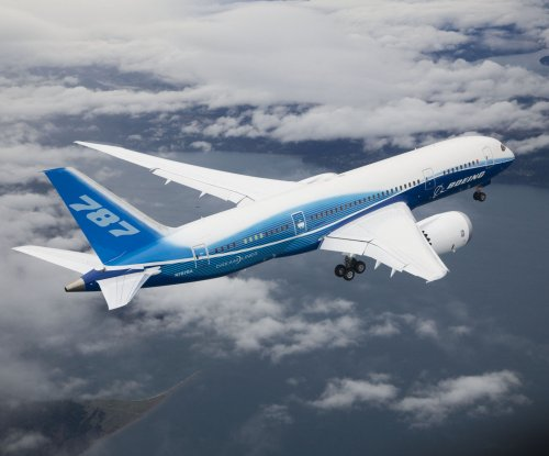 Boeing finds software glitch in 787 that can cut jet's power in flight