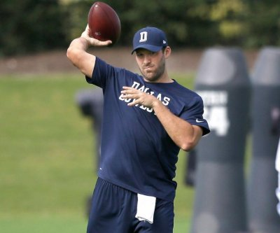 Dallas Cowboys QB Tony Romo resumes throwing at practice