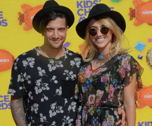 'DWTS' pro Mark Ballas marries musician B.C. Jean