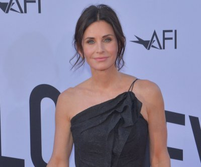 Courteney Cox plays 'Friends' trivia on 'Kimmel'