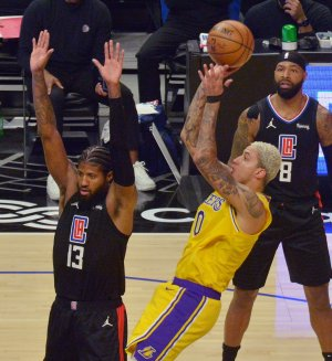Paul George, LA Clippers crush hobbled Lakers 118-94