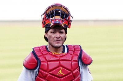 , All-Star catcher Yadier Molina returning to Cardinals for 'final season' in 2022, Forex-News, Forex-News