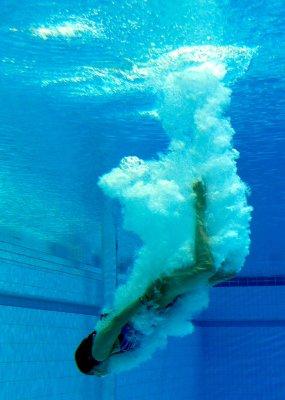 Guo Jingjing sets diving gold record