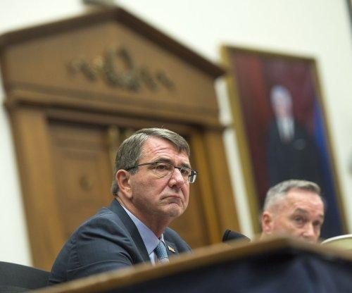 Carter: Iraqi politics won't slow efforts against Islamic State