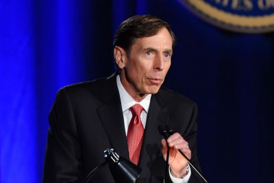 Petraeus tells Congress U.S. should strike Assad regime