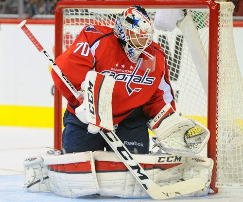 Braden Holtby (35 saves) leads Washington Capitals