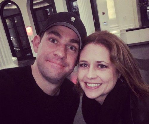 'The Office' stars John Krasinski, Jenna Fischer reunite