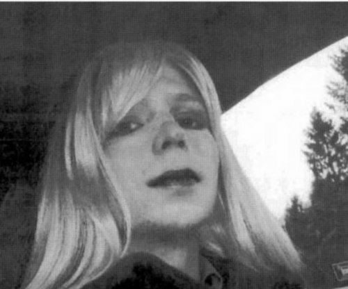 Chelsea Manning ends hunger strike, Army agrees to gender transition surgery