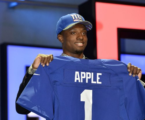 New York Giants CB Eli Apple leaves with groin injury