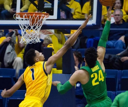 Dillion Brooks beats buzzer to lift No. 6 Oregon over Cal