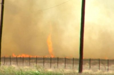Firenado recorded swirling over Texas wildfire