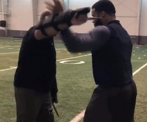 Aaron Donald: Rams star DT trains while using knives